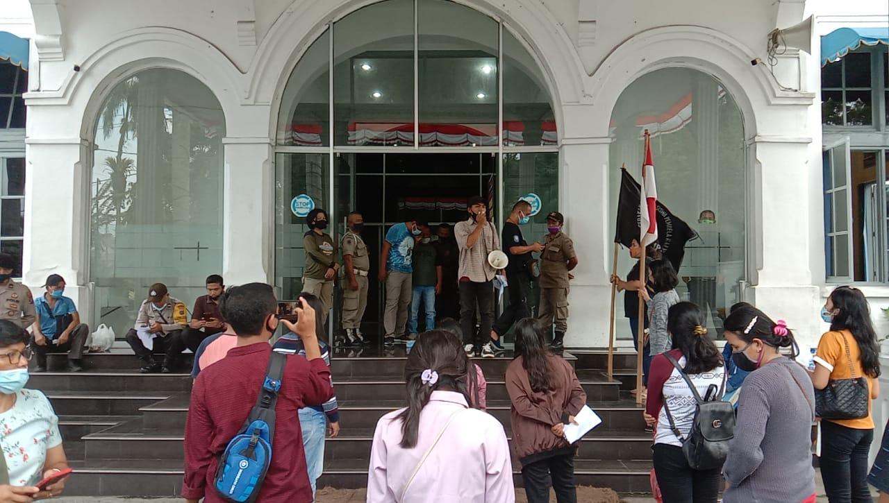 Gerakan Aspirasi Mahasiswa Pembela Rakyat(GAMPAR)konsisten cegah covid-19,PEMKO Dihadiahi 2 butir telur 2 bungkus supermi.