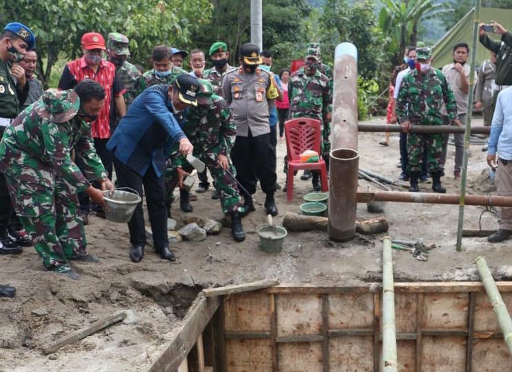 Wakil Bupati Taput Resmikan Karya Bakti Pembangunan Jembatan Gantung Desa Parbaju Toruan.