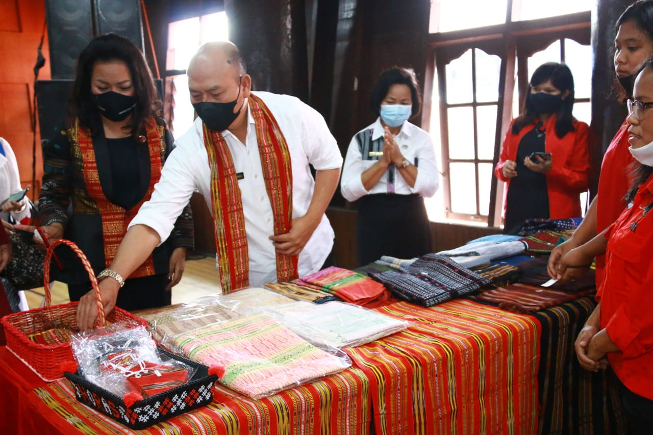 Tarutung : Bupati Taput Launching Koperasi Produsen Mega Gotong Royong Jaya & Pameran UMKM Anak Muda Millenial