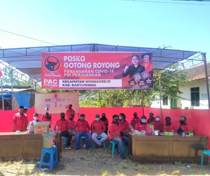 Wongsorejo : HUT RI Ke 76, PAC PDIP Wongsorejo Bagikan Paket Sembako ke Masyarakat
